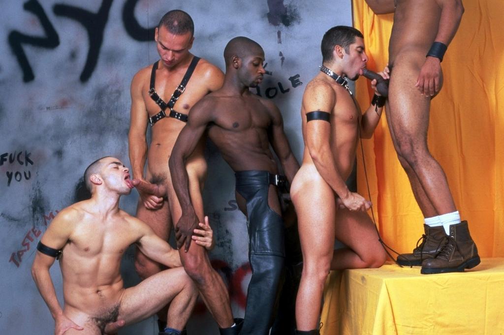 straight guy tries gay gym redtube