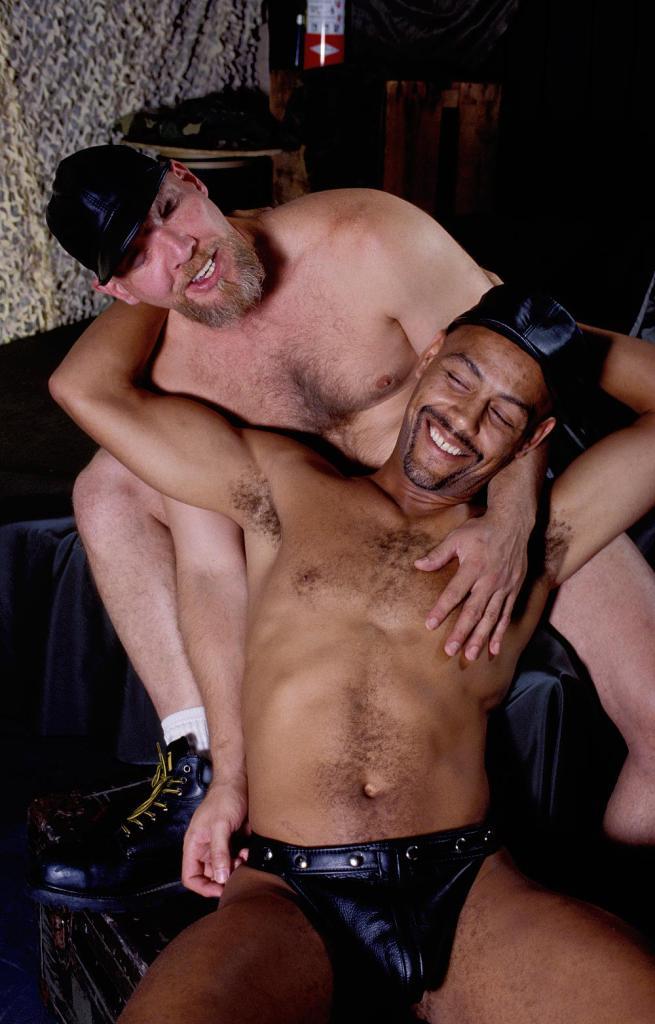 Два маньяка гея порно видео